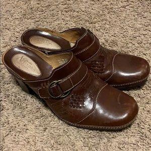 Clark's Artisan Sz 8M leather mules heels clogs